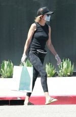 Lisa Rinna Keeps it safe wearing a mask while picking up a few treats from Susie Cakes