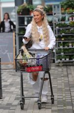 Molly Mae Hague Pictured out shopping pushing sopping trolly