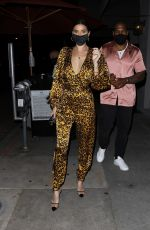 Nicole Williams (English) Arrives for dinner at Craig