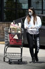 Olivia Munn Grocery shopping in Los Feliz