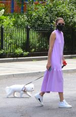 Olivia Palermo Looks stunning in a summer dress in Brooklyn