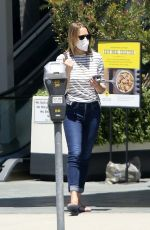 Robin Wright Wears a mask as she picks up takeout in Brentwood