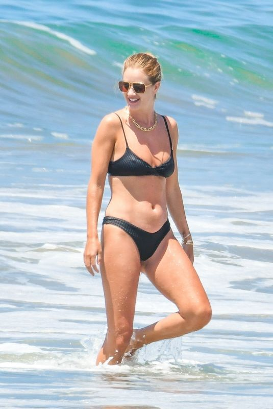 Rosie Huntington-Whiteley Spent a sunny Sunday at the beach in Malibu
