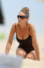 Sarah Jessica Parker Enjoys a Day at the Beach in the Hamptons