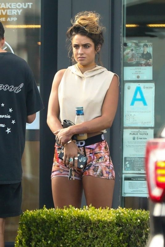 Sommer Ray Picking up dinner at Chipotle Mexican Grill in Malibu