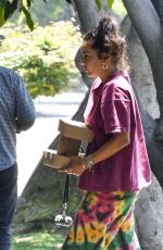 Vanessa Hudgens Gets takeout in Los Angeles