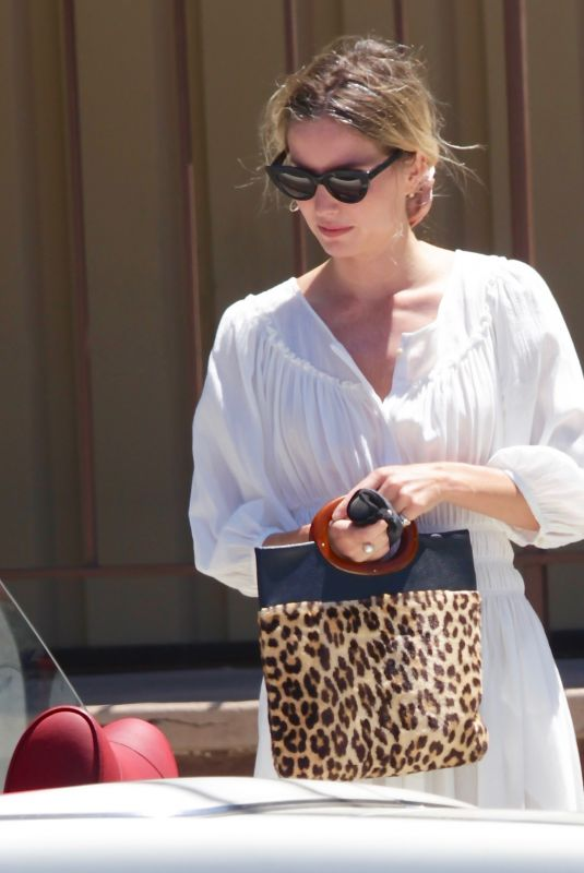 Annabelle Wallis Getting coffee in Los Angeles
