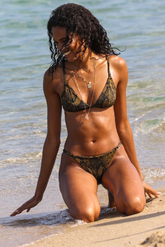 Cindy Bruna and friends enjoy beach (Club 55) day in Saint-Tropez