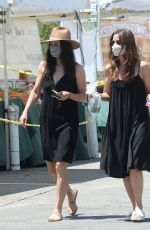 Courteney Cox Out at a farmers market in Los Angeles