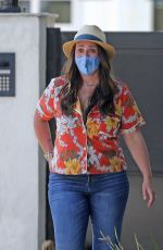 Jennifer Love Hewitt Throwing a shaved ice party in her front yard in Pacific Palisades