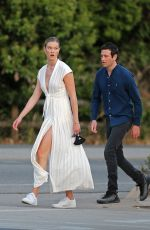 Karlie Kloss And her husband Joshua Kushner out enjoying a romantic walk together as the sun sets over Los Angeles