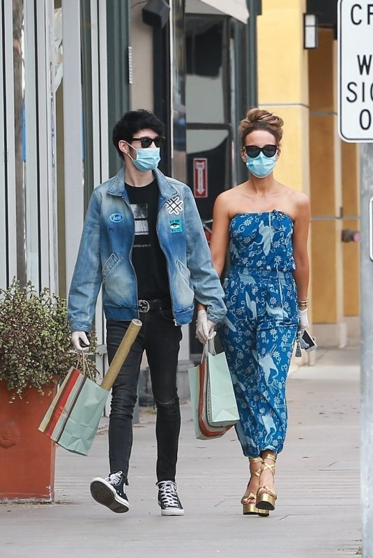 Kate Beckinsale Stops by Paper Source in Santa Monica