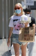 Kate Bosworth Picking up lunch in LA