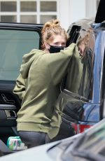Katherine Schwarzenegger Hires a professional car seat installer for the baby in Santa Monica