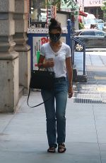 Katie Holmes Wears a protective mask while running errands in New York