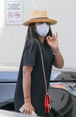 Kelly Rowland Waves hello as she arrives for a day of shopping at Bottega Veneta on Rodeo Drive in Beverly Hills
