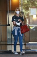 Laura Dern Puts on a protective mask as she returns to her car after a dentist appointment in Santa Monica
