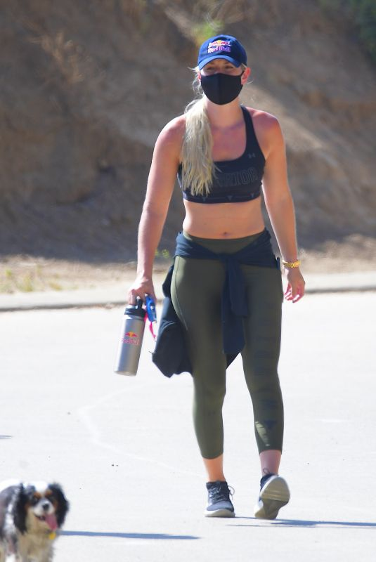 Lindsey Vonn Out in the Hollywood Hills