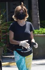 Lisa Rinna Wears a mask while out in Beverly Hills