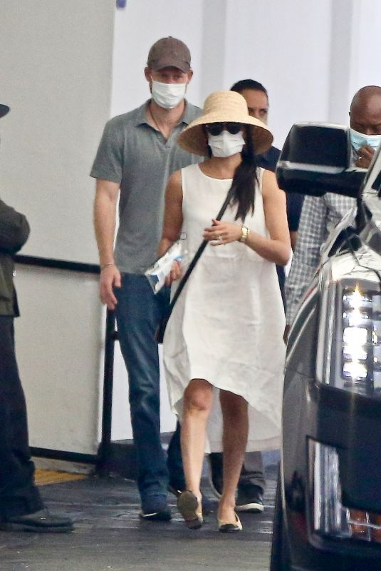 Meghan Markle Out in Beverly Hills