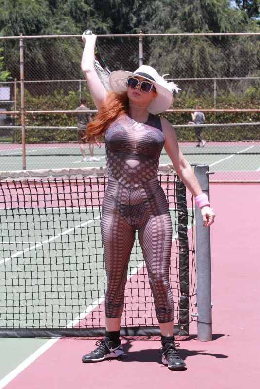 Phoebe Price Heats up the tennis courts