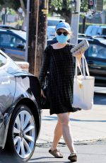 Rachel McAdams Heads to a grocery store for some eggs in Los Angeles