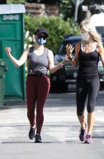 Reese Witherspoon Out for a walk in Santa Monica