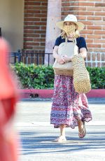 Reese Witherspoon Out shopping in Malibu