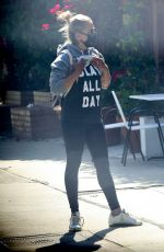 Sarah Michelle Gellar Out in LA