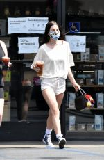 Scout Willis Making a stop at her local Coffee Bean & Tee in Los Feliz