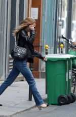 Vanessa Paradis Leaves her flat in Paris