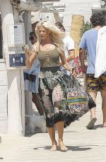 Victoria Silvstedt Arriving at club 55 in Saint Tropez, France