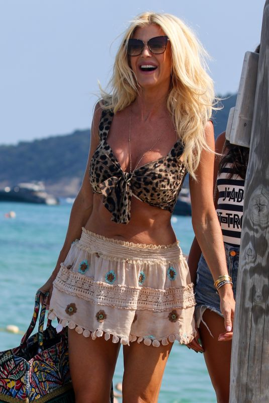 Victoria Silvstedt Have lunch at the club 55 Saint-Tropez