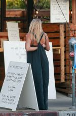Busy Philipps Picks up food to-go from California Backyard Cuisine