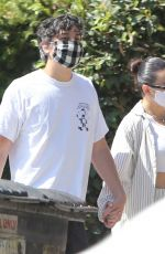 Charli XCX Enjoys a walk with her boyfriend after grabbing a bite in Los Angeles