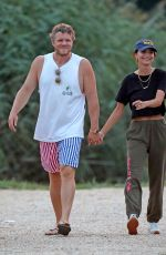 Emily Ratajkowski On a romantic beach stroll with her husband in The Hamptons