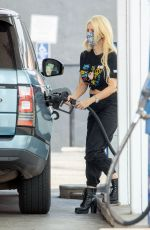 Holly Madison Stops to fill up her Rover in Los Angeles