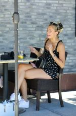 Josie Canseco Has lunch with friends at Granville American restaurant in Studio City