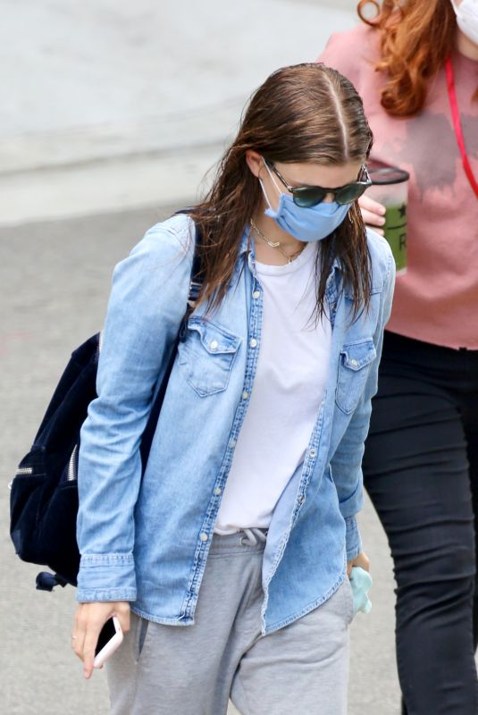 Kate Mara Returns to work amid the pandemic as she arrives to the set of