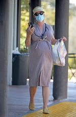 Katy Perry Picks up food from a cafe in Santa Barbara