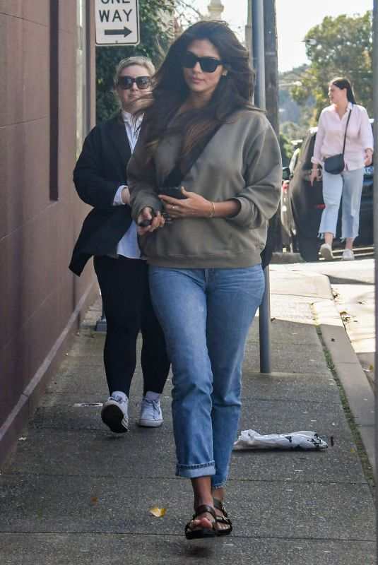 Pia Miller Spotted heading to the hair dresser in Paddington