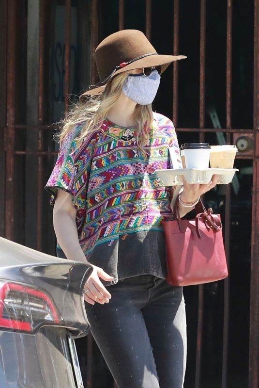 Rachel McAdams Drew attention to her rounded belly while picking up a few iced coffees in Los Feliz