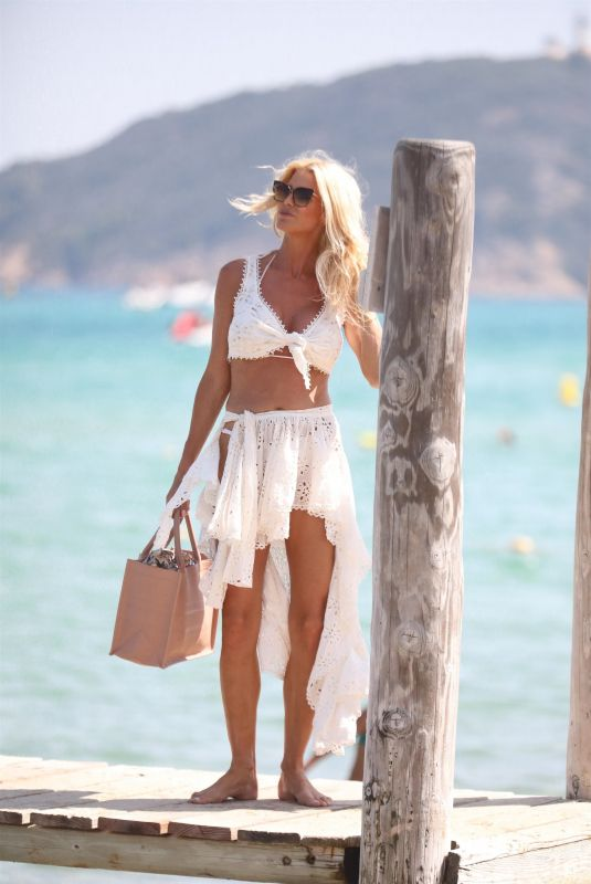Victoria Silvstedt Puts on a busty display while out and about during her summer getaway in Saint-Tropez