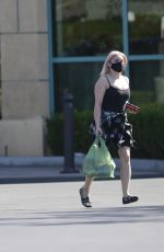 Ariel Winter Makes a quick trip to the grocery store in Los Angeles