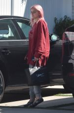 Ariel Winter Returns home after a shopping trip in Los Angeles