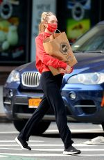 Candice Swanepoel Heads out for some grocery shopping in New York City
