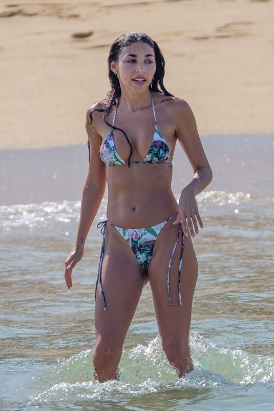 Chantel Jeffries Flaunts her curvy physique in a colorful bikini in Cabo San Lucas