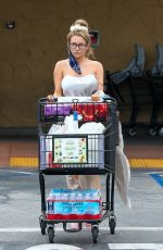 Courtney Stodden Goes grocery shopping at Albertsons in Palm Springs
