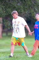 Emily Ratajkowski Out & about with her husband in the Hamptons