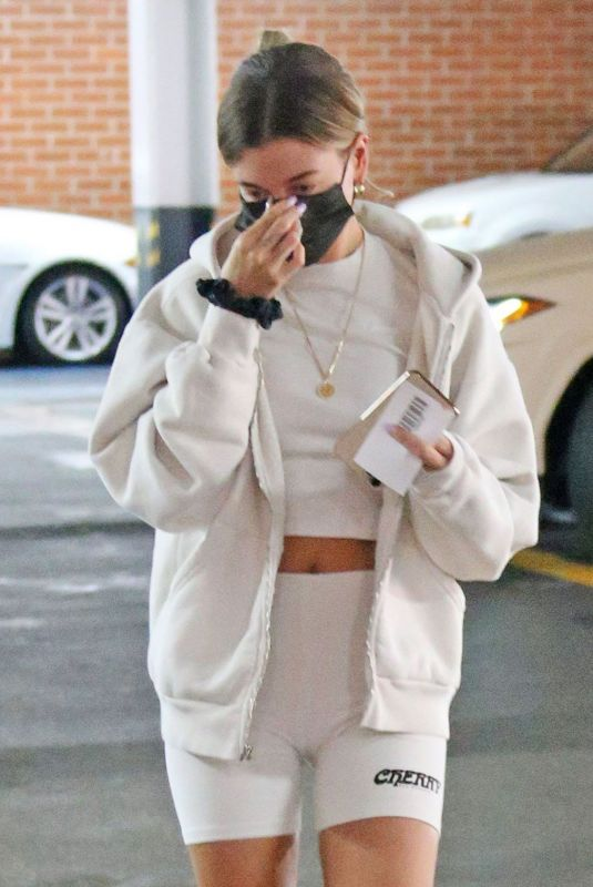 Hailey Bieber Visits a medical building in Beverly Hills